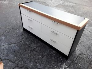 NEW PRETTY BLACK AND WHITE DRESSER WITH 2 NIGHTSTANDS INCLUDED for Sale in Palm Beach Shores, FL