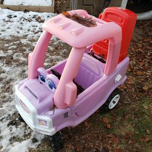 Toy Little Tikes Car With Gas Pump for Sale in Pekin, IL
