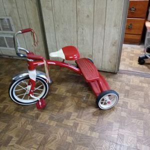 RADIO FLYER Tricycle for Sale in Brownstown Charter Township, MI