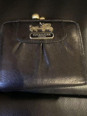 Used coach wallet black and violet for Sale in Yuma, AZ