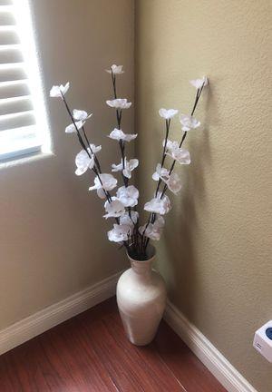 Corner vase with LED flowers (light up) for Sale in Las Vegas, NV