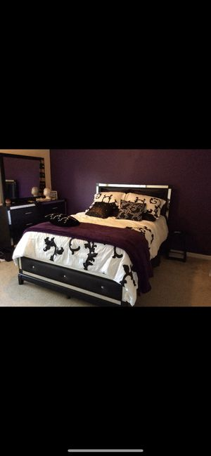 Black and silver bedroom set for sale for Sale in Memphis, TN