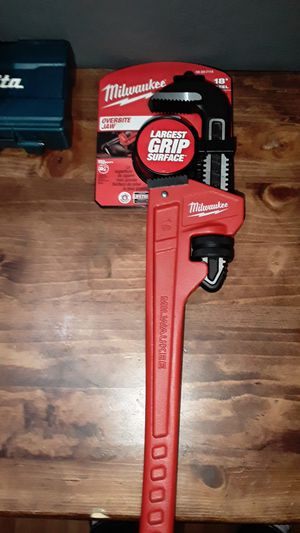 """Milwaukee 18"""" steel overbite jaw wrench for Sale in San Jose, CA"""