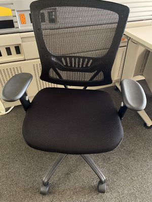 7 black office chairs for Sale in Irving, TX