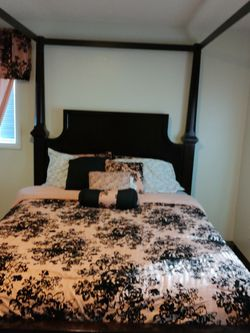 Queen Size Bed With Mattress for Sale in Seattle,  WA