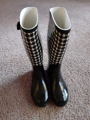 Used like new. WOMAN RAIN BOOTS USA size 7 for Sale in Los Angeles, CA