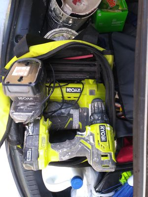18 v 18 gauge nail gun , 18v drill charger for Sale in Honea Path, SC