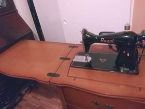 Antique sewing machine for Sale in Miramar, FL