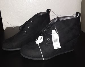 Black Wedged Boots Size 9 Women $10 for Sale in San Bernardino, CA