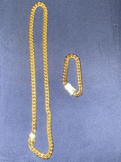 Gold Chain And Bracelet Together for Sale in Nashville,  TN
