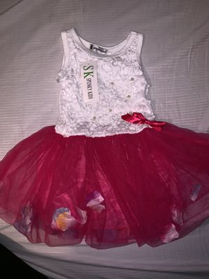 Girl Flower petal dress size 2-3T for Sale in Chicago, IL