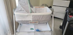 Bassinet and Changing table for Sale in Miramar, FL