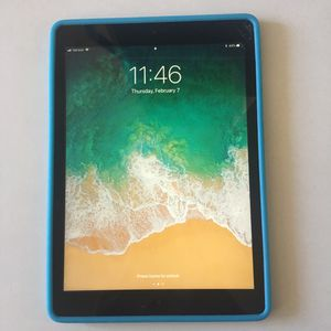 iPad Air WiFi + cellular for Sale in Denver, CO
