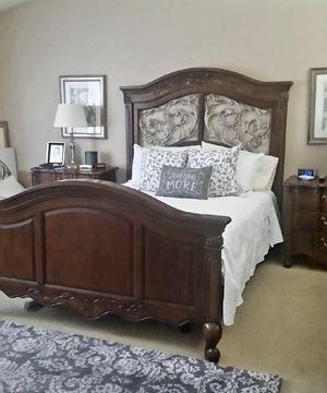 Fairmont Designs- Queen 4pc Bedroom Set for Sale in Pomona, CA