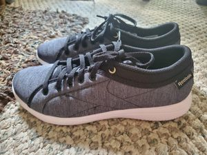 Reebok Sneakers Size 7 for Sale in NEW CUMBERLND, PA