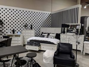 Cal King Bedroom set for Sale in Las Vegas, NV