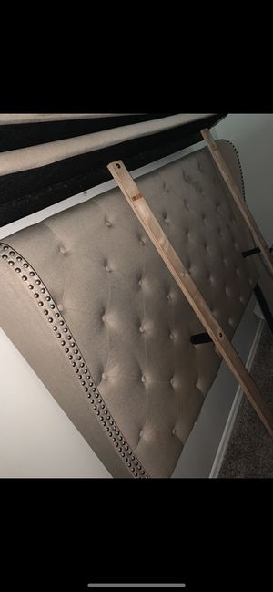 Headboard and platform Queen size for Sale in Forest Park, GA