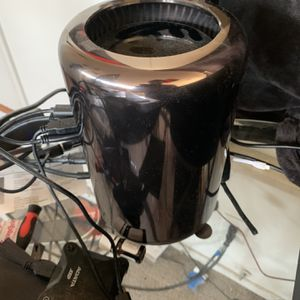 128 GB Of RAM Mac Pro 2013 With Monitor 1 Tb SSD for Sale in Burbank, CA