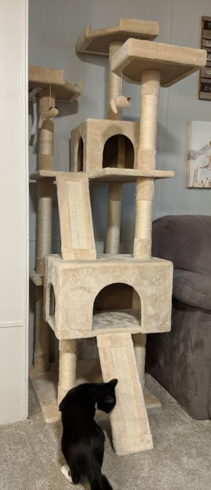 72in Cat Tree - Really Good Condition (Barely Used) for Sale in Issaquah, WA