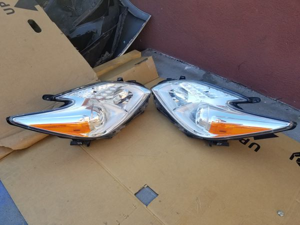 2010 to 2015 Toyota Prius Headligths Rh,Lh , Front bumper and more part,