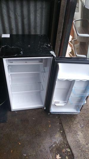 Mini fridge for Sale in Philadelphia, PA
