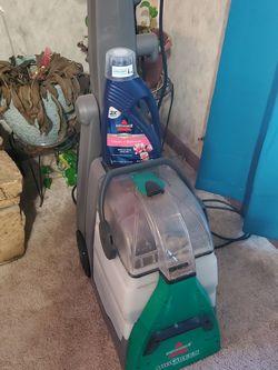 Bissel big green carpet shampooer for Sale in Florissant,  MO