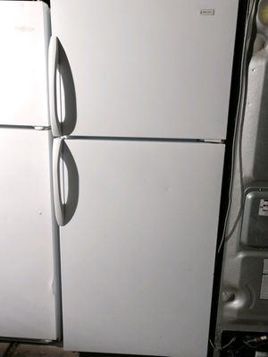 """MAGIC CHEF"" FRIDGE TOP BOTTOM IN VERY GOOD CONDITION for Sale in Phoenix, AZ"