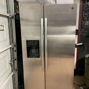 Kenmore Side By Side Refrigerator /freezer for Sale in Fontana, CA