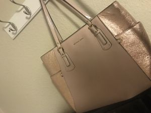 53e18d7e76e0 Michael Kors purse and Wallet for Sale in Vacaville