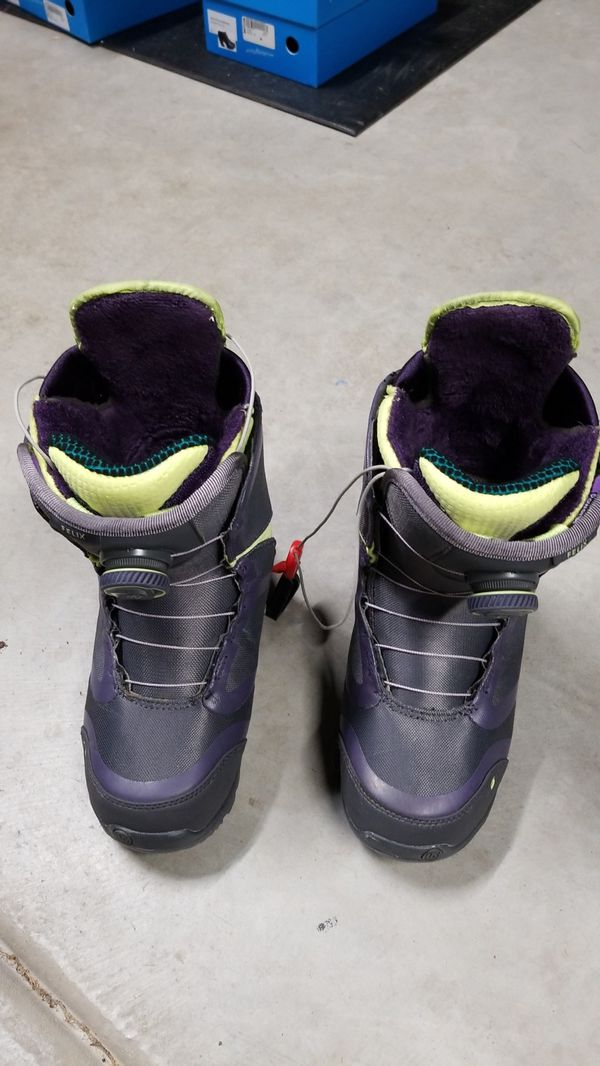 6.5 US Womens small Felix Burton snowboard boots double boa