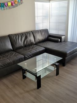 Black Sectional Sofa With Chaise for Sale in San Diego,  CA