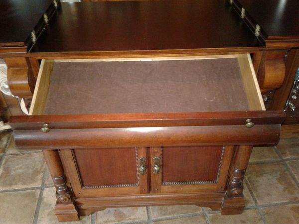 Buffet Cabinet Hutch