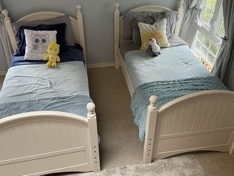 Pottery Barn Style Twin Over Twin Bunk Beds W/ Clean Mattresses for Sale in Roy,  WA