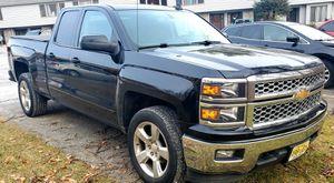 2015 chevy Silverado 1500 4wd for Sale in Newton, NJ