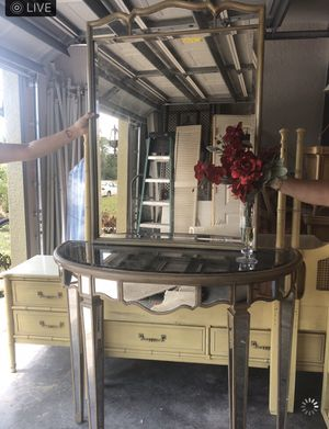 TV HOLDING CABINET AND A MIRROR AND A TV TABLE!!!!GIVE OFFERS for Sale in Fort Myers, FL