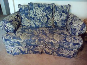 Loveseat for Sale in Dallas, GA