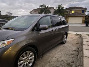 Toyota Sienna Limited mini van 2011 for Sale in Chula Vista, CA