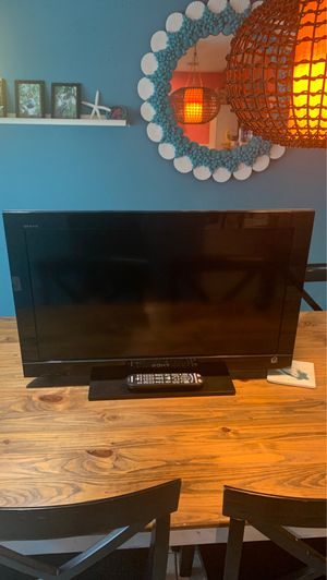 Sony 32 inch flat screen tv with remote for Sale in Palm Bay, FL