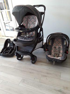 Graco baby stroller combo for Sale in Phoenix, AZ