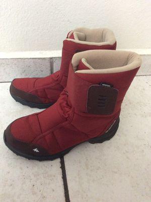 Snow boots size 5.5 for Sale in Miami, FL