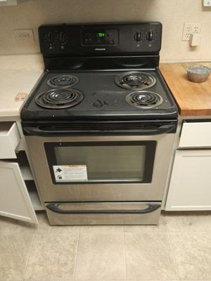 Stainless Steel Complete kitchen set: Electrical Stove Oven/ Microwave/ Refrigerator for Sale in Roseville, MI