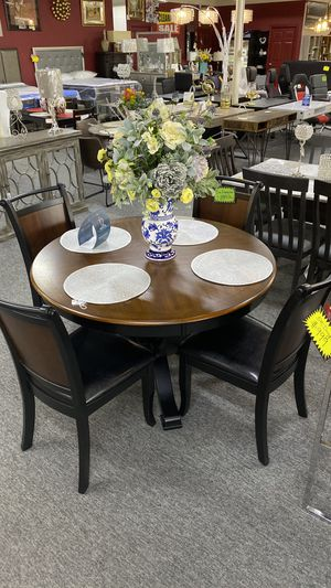 Round Dining Table Set 4 Chairs Two Tone Black and Walnut Finish LMI for Sale in Irving, TX