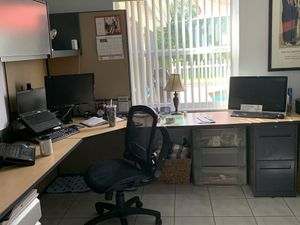 Office cubicle with hutch and drawer set for Sale in Boca Raton, FL