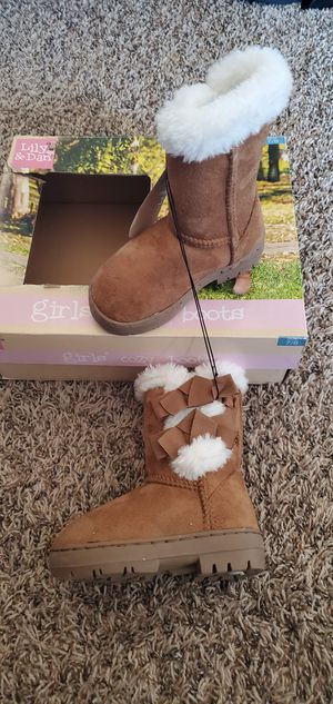 Brand new size 7/8 girls cozy boots for Sale in Victorville, CA