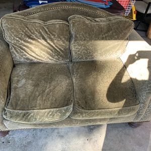 Free Couch Pick Up ASAP for Sale in Knightdale, NC