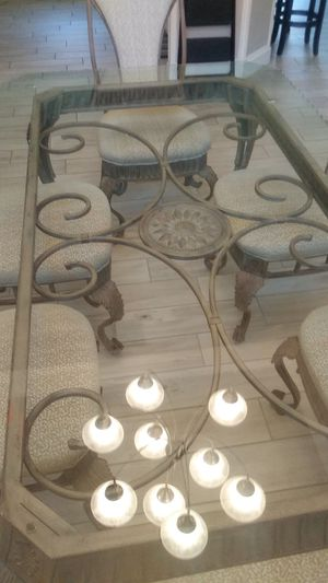 Beautiful dinning room table for Sale in Tampa, FL