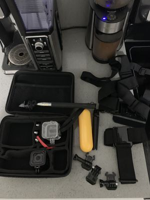Go pro hero 5 session with toms of extras for Sale in Sweet Home, OR