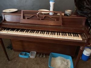 USED (RUDOLPH WURLITZER) PIANO <NEEDS TUNING & UPHOLSTERY> for Sale in Brooklyn, NY