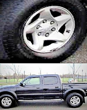 $1,4OO I'm selling urgentl 2OO4 Toyota Tacoma. for Sale in Larchwood, SD