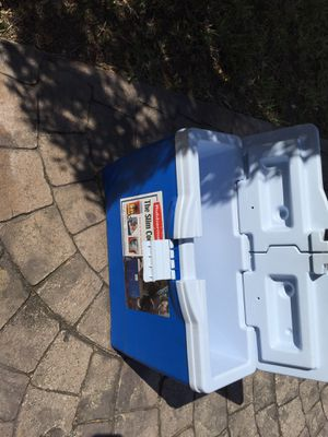 Rubbermaid slim cooler for Sale in Lehigh Acres, FL